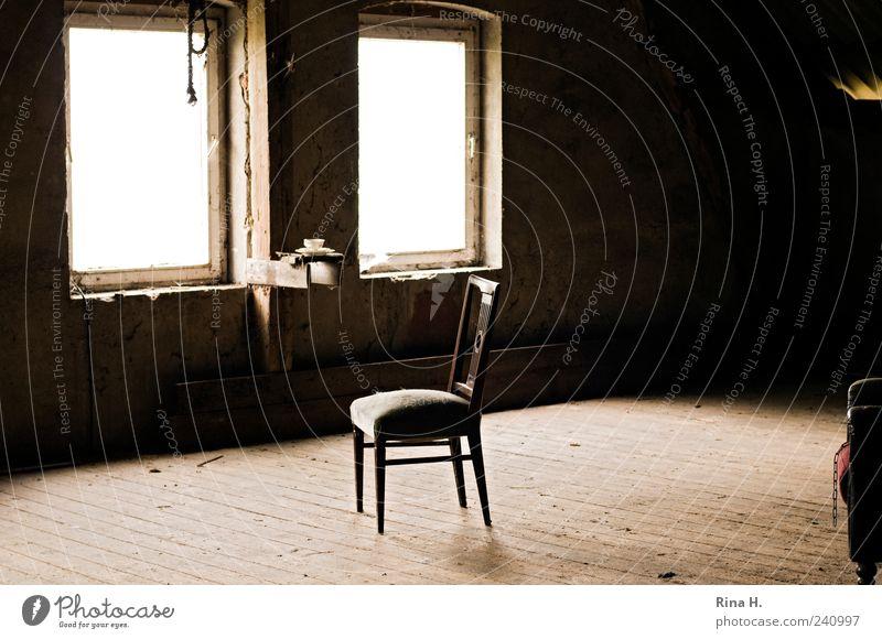 Tea for One Fenster dreckig Bodenbelag Stuhl Holzfußboden Dachboden