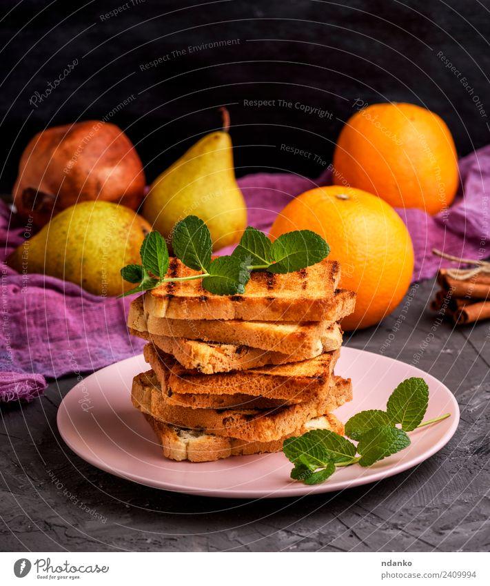 quadratische geröstete Brotscheiben Frühstück Mittagessen Teller Tisch frisch lecker braun weiß Tradition Zuprosten Weizen Französisch Quadrat Stapel