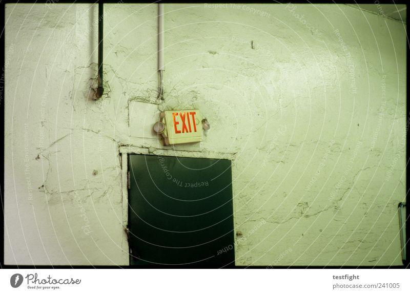 exit through the... Schriftzeichen alt trashig Ausgang Schilder & Markierungen Wand Farbfoto Innenaufnahme Neigung Buchstaben Tür Menschenleer rot