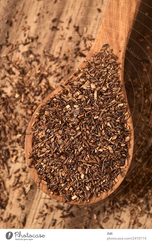 Rooibos Kräutertee auf Holzlöffel Kräuter & Gewürze Getränk Tee Löffel rot Lebensmittel trinken Buchse Rooibosch Kräuterbuch trocknen Afrikanisch getrocknet