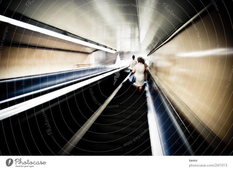 Metrostation Rolltreppe Hauptstadt Bahnhof Tunnel Verkehr Verkehrsmittel Öffentlicher Personennahverkehr Schienenverkehr U-Bahn ästhetisch Geschwindigkeit gold