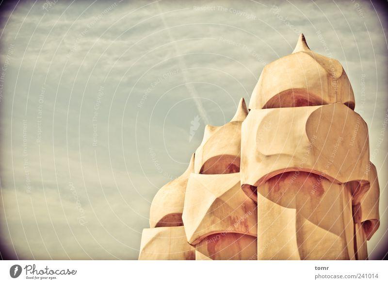Gaudi's Dach Barcelona Spanien Europa Stadt Hauptstadt Stadtzentrum Altstadt Haus Traumhaus Gebäude Architektur Sehenswürdigkeit Wahrzeichen Denkmal Casa Batlló