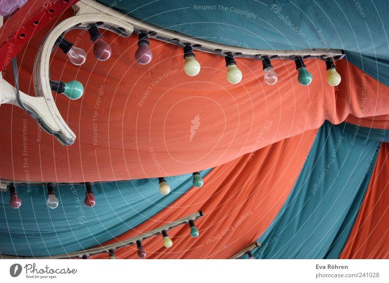 Zeltdach Entertainment Jahrmarkt Kindheit Leben Theaterschauspiel Zirkus Kultur Jugendkultur Veranstaltung Show Zelthimmel Dach Glühbirne Lampe hoch oben blau