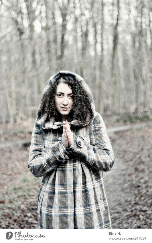 WinterWald II ( Bitte..... ) Mensch Natur Hand Jugendliche schön feminin Herbst Landschaft stehen Wunsch Lächeln Locken Mantel langhaarig
