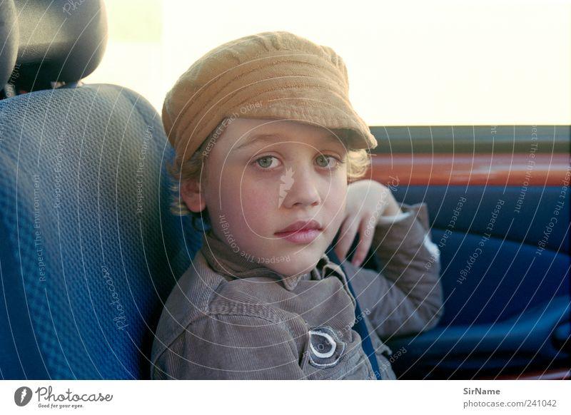 163 [co-pilot] Ferien & Urlaub & Reisen Ausflug Freiheit Kindererziehung Junge Kindheit Leben Mensch 8-13 Jahre Autofahren PKW Hemd Mütze blond Beginn Identität