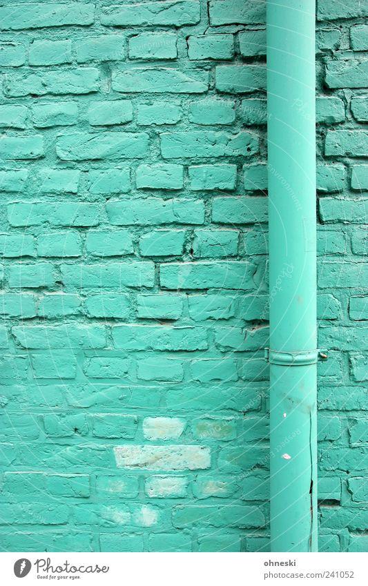 Farbig Haus Bauwerk Gebäude Architektur Mauer Wand Fassade Röhren Regenrinne Stein Backstein grün türkis Farbfoto Außenaufnahme Strukturen & Formen Menschenleer