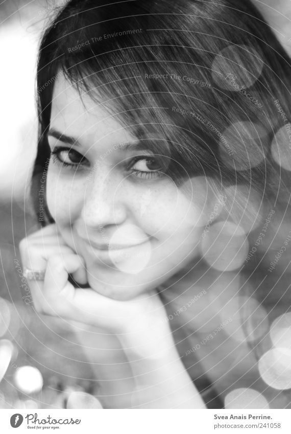 . feminin Junge Frau Jugendliche Gesicht 1 Mensch 18-30 Jahre Erwachsene Schönes Wetter natürlich schön Freude Glück Fröhlichkeit Zufriedenheit Schwarzweißfoto