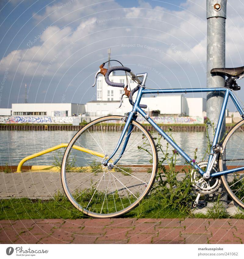 retro rennrad Lifestyle Stil Freizeit & Hobby Sommer Fahrrad fixie Single-Speed singlespeed fixed gear Stadt Stadtrand Menschenleer Haus Industrieanlage Fabrik