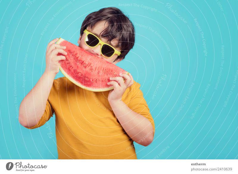 Kind Mensch Freude Essen Lifestyle Gesundheit lachen Junge Lebensmittel Frucht maskulin Ernährung Kindheit Lächeln festhalten lecker