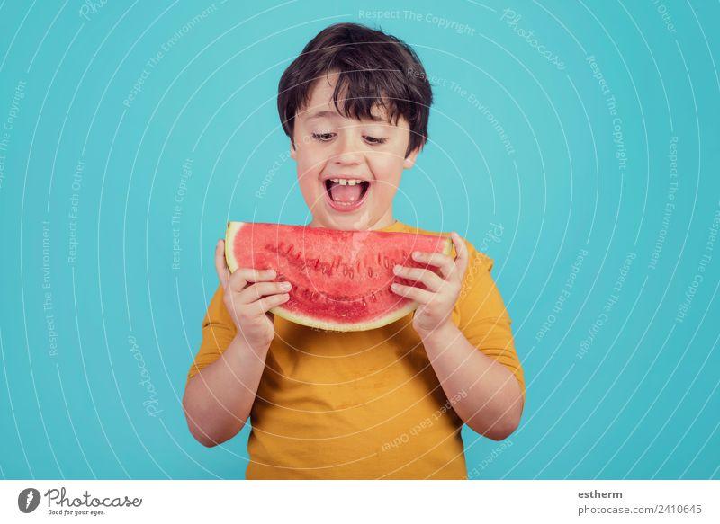 Glückliches Kind isst Wassermelone Lebensmittel Frucht Dessert Ernährung Essen Mittagessen Bioprodukte Lifestyle Freude Wellness Mensch maskulin Kleinkind Junge