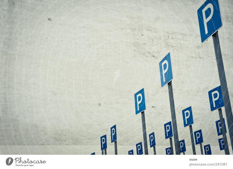Parkplatz blau Wand lustig Mauer grau Verkehr Schilder & Markierungen Platz Zeichen parken Verkehrsschild Verkehrszeichen Strukturen & Formen Schilderwald