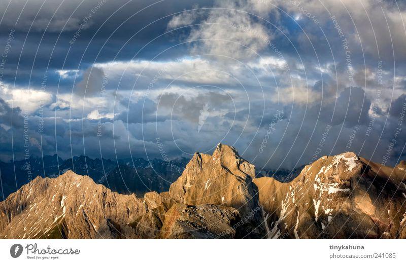 Freispitze Erholung Ferien & Urlaub & Reisen Freiheit Berge u. Gebirge Natur Landschaft Gewitterwolken Alpen Lechtal Gipfel Bergkamm leuchten ästhetisch hoch