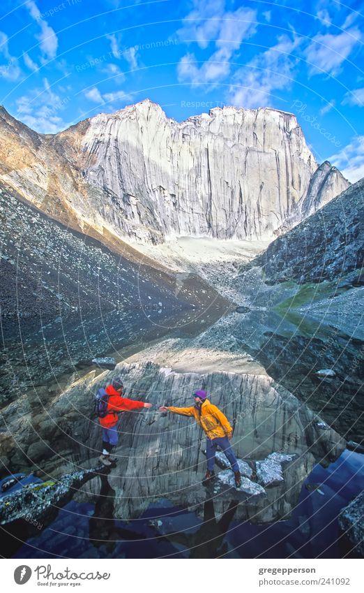 Team von Kletterern. Leben Abenteuer wandern Sport Klettern Bergsteigen maskulin Freundschaft 2 Mensch Natur Berge u. Gebirge Vertrauen Hilfsbereitschaft