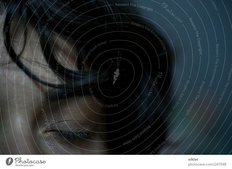 Auge Behaarung Frau zerzaust Nacht dunkel Schnecken Monster abstrakt gestikulieren verstecken obskur unbekannt verborgen Mann leider Reflexion & Spiegelung