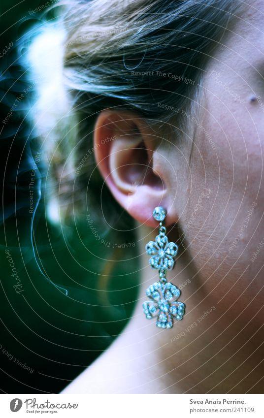 India. feminin Junge Frau Jugendliche Erwachsene Haut Kopf Haare & Frisuren Ohr 1 Mensch Accessoire Schmuck Ohrringe blond elegant schön einzigartig Hochmut