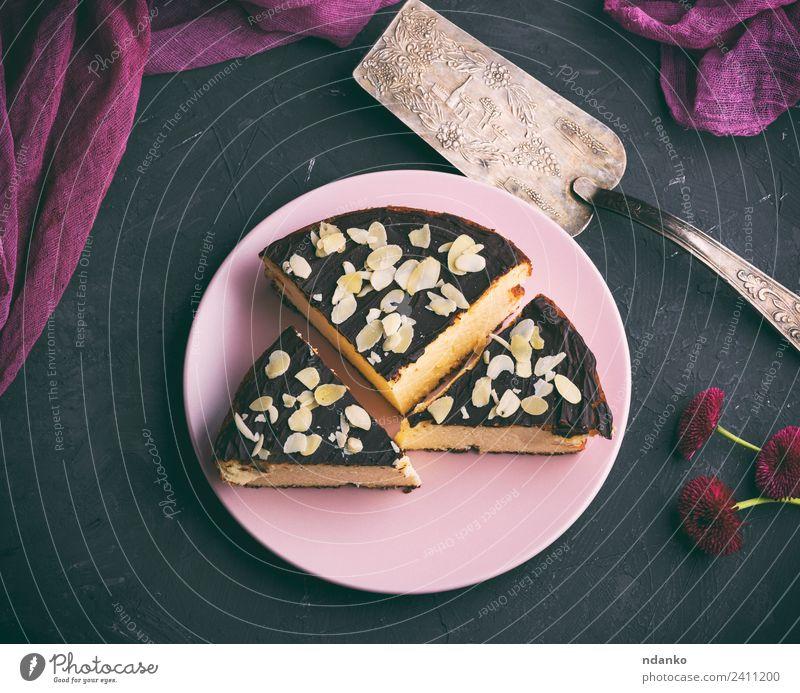 Käsekuchenstückchen mit Schokolade Milcherzeugnisse Dessert Süßwaren Ernährung Restaurant Blume frisch lecker oben schwarz weiß Kuchen Mandel Hintergrund backen