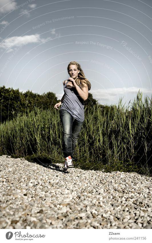 run, baby, run! Lifestyle elegant Stil Sport Sportler Junge Frau Jugendliche 1 Mensch 18-30 Jahre Erwachsene Natur Landschaft Wolkenloser Himmel Sommer Pflanze