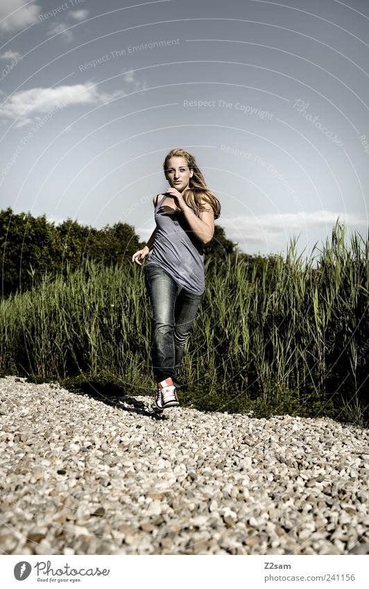 run, baby, run! Mensch Natur Jugendliche schön Pflanze Sommer Erwachsene Landschaft Sport Bewegung Stil Mode Junge Frau blond laufen elegant