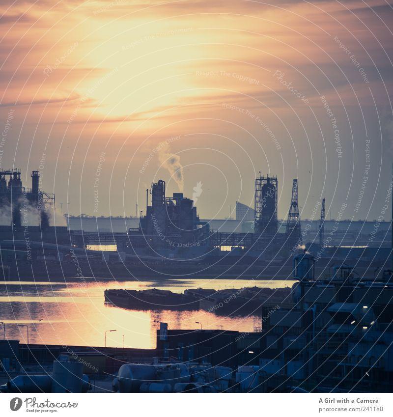 the sky over Rotterdam schön dunkel trist Industrie bedrohlich Güterverkehr & Logistik Hafen Nordsee Rauch Flussufer Container Umweltverschmutzung Niederlande Industrieanlage industriell Sonnenuntergang