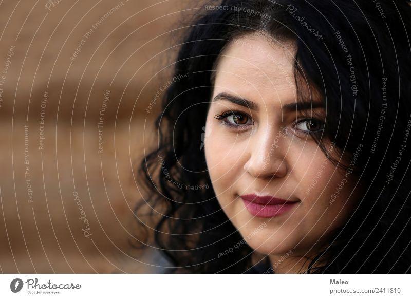 Portrait eines jungen Mädchens attraktiv brünett Dame Erwachsene Frau Gesicht Haare & Frisuren Mensch Mode Model natürlich Porträt schwarz schön Erotik weiß