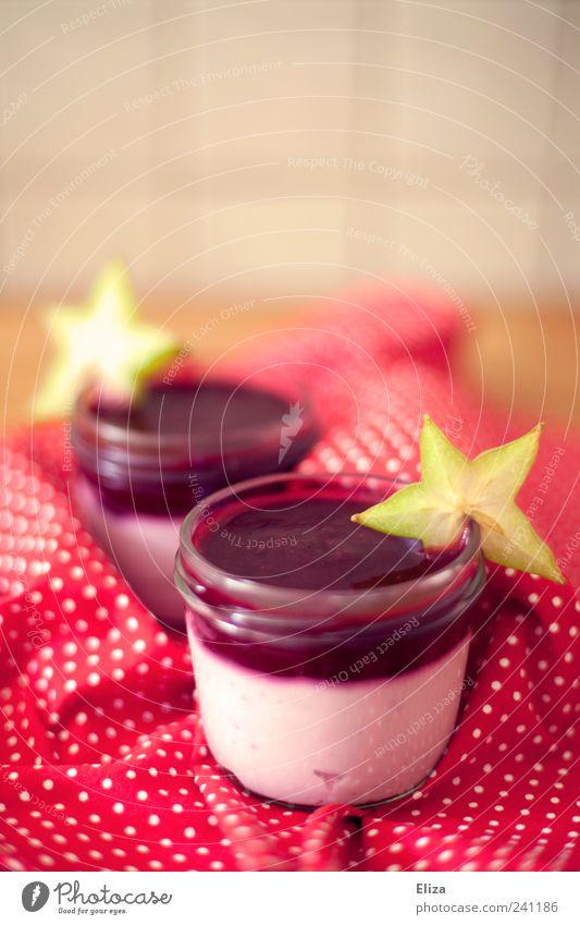 Beerentraum Frucht Dessert Süßwaren Marmelade lecker süß rot Karambole Punkt gepunktet Küche Quark Innenaufnahme Menschenleer Textfreiraum oben