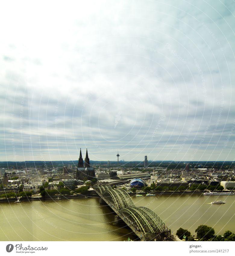 CCAA Köln Stadt Haus Bauwerk Gebäude blau Colonius - Fernsehturm Dom Kölner Dom Himmel Wolken bedeckt Brücke Hohenzollernbrücke Kölnturm Rhein hoch oben