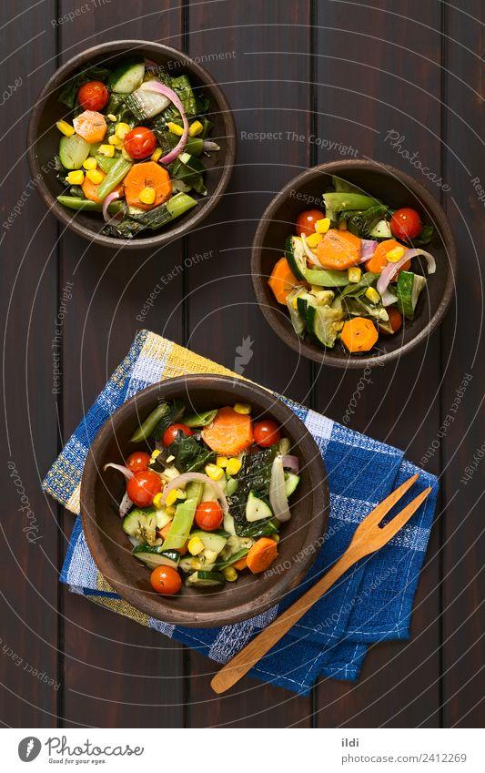 Gebackenes Gemüse frisch Gesundheit Lebensmittel Speise Mahlzeit Zucchini Tomate Mais Bohnen Brokkoli Mangold Möhre Zwiebel farbenfroh Thymian Gewürz gebastelt