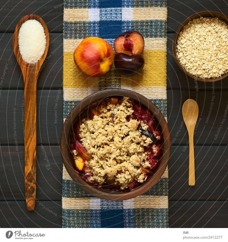 Gebackene Pflaume und Nektarinenstreusel Frucht Dessert frisch Pfirsich bröckeln knusprig Schuster süß Lebensmittel Speise Mahlzeit Snack Kruste gebastelt Hafer