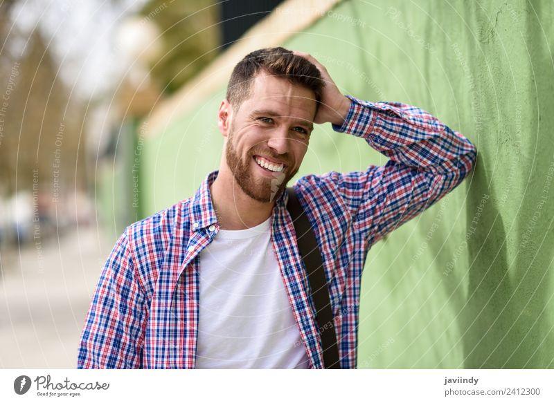 Mensch Ferien & Urlaub & Reisen Jugendliche Mann Junger Mann Freude 18-30 Jahre Straße Erwachsene Lifestyle Gefühle lachen Stil Glück Mode maskulin
