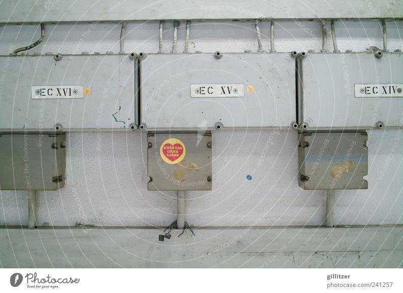 Kein Tag ohne Liebe Kabel Hinweisschild Warnschild Herz dreckig trashig rot achtsam Farbfoto Innenaufnahme Menschenleer Technik & Technologie