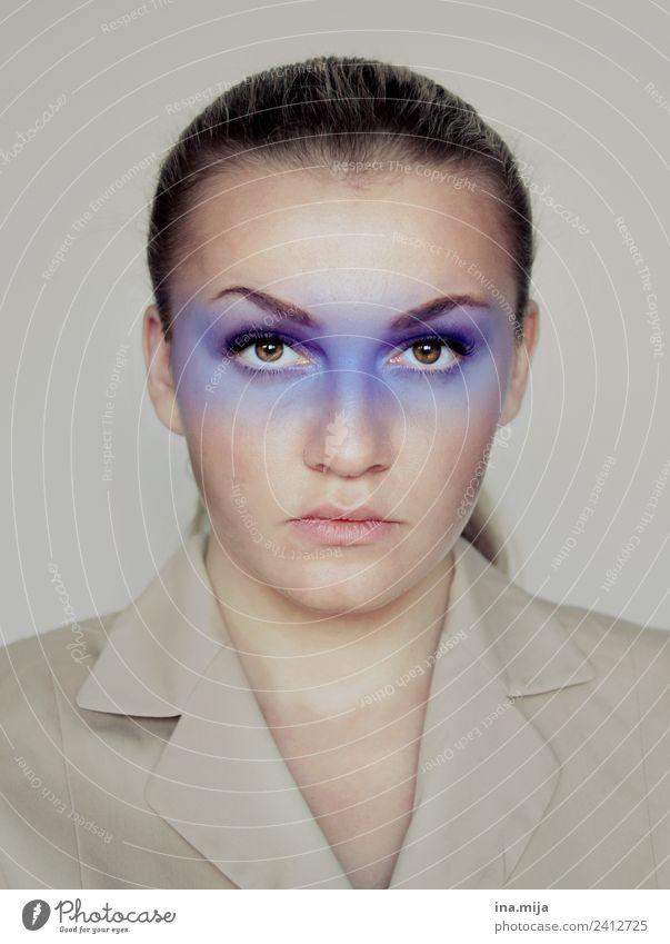 Farbe bekennen Frau Mensch Jugendliche Junge Frau blau 18-30 Jahre Gesicht Erwachsene Leben Farbstoff feminin Business außergewöhnlich authentisch Erfolg