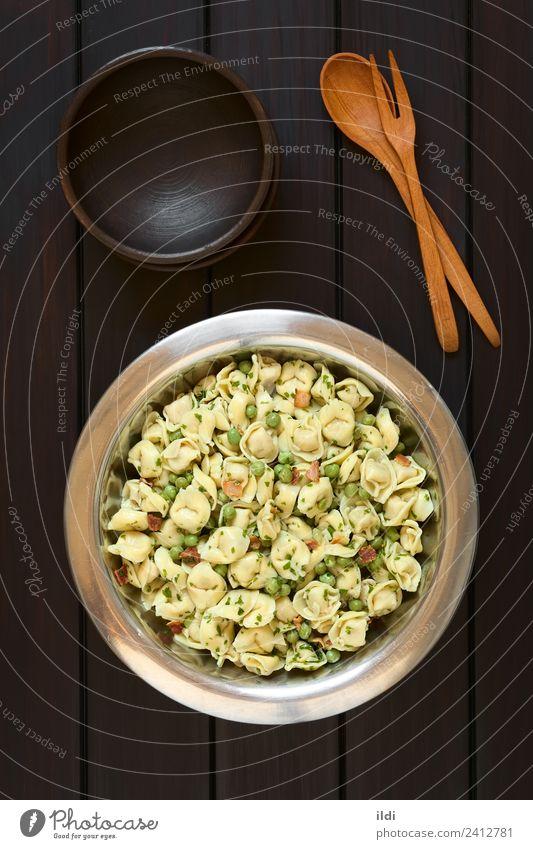 Speise frisch Gemüse Backwaren Fleisch Mahlzeit Salatbeilage vertikal Teigwaren rustikal Erbsen Italienisch Petersilie Speck Tortellini