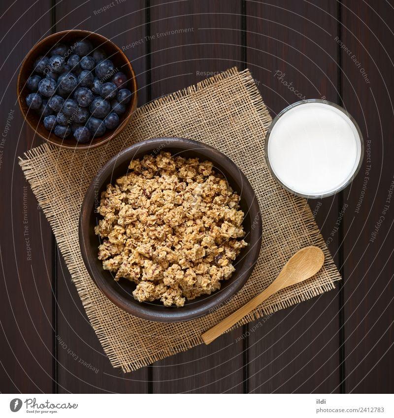 Frühstücksflocken mit Heidelbeeren und Milch Frucht süß Lebensmittel Müsli Haferflocken gerollt Beeren Blaubeeren trocknen gesüßt Gesundheit Mahlzeit Speise