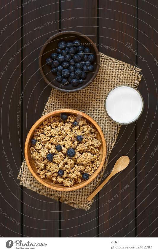 Frühstücksflocken mit Heidelbeeren und Milch Frucht frisch Lebensmittel Müsli Haferflocken gerollt Beeren Blaubeeren trocknen süß gesüßt Gesundheit Mahlzeit