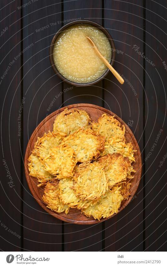 Kartoffelpuffer oder Fritter mit Apfelsauce Gemüse Frucht Vegetarische Ernährung frisch Lebensmittel Pfannkuchen Pastetchen Mahlzeit Speise Snack Saucen