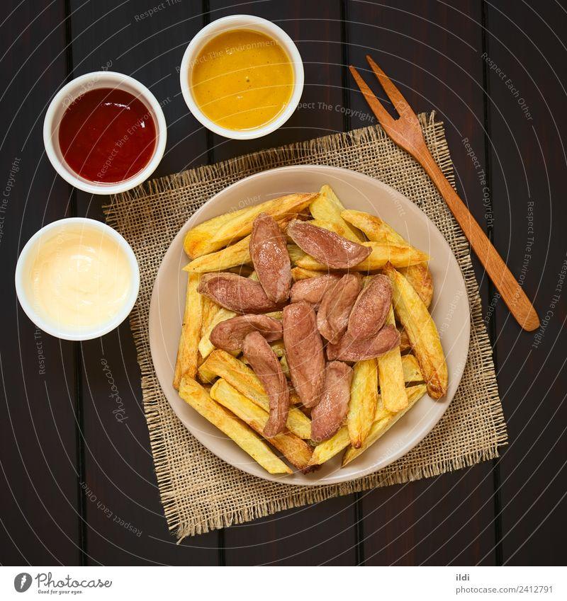Salchipapas (Pommes frites mit Wurst) Südamerikanisches Fast Food Fleisch Wurstwaren Fastfood frisch Lebensmittel schnell Französisch Fries Fritten Chips