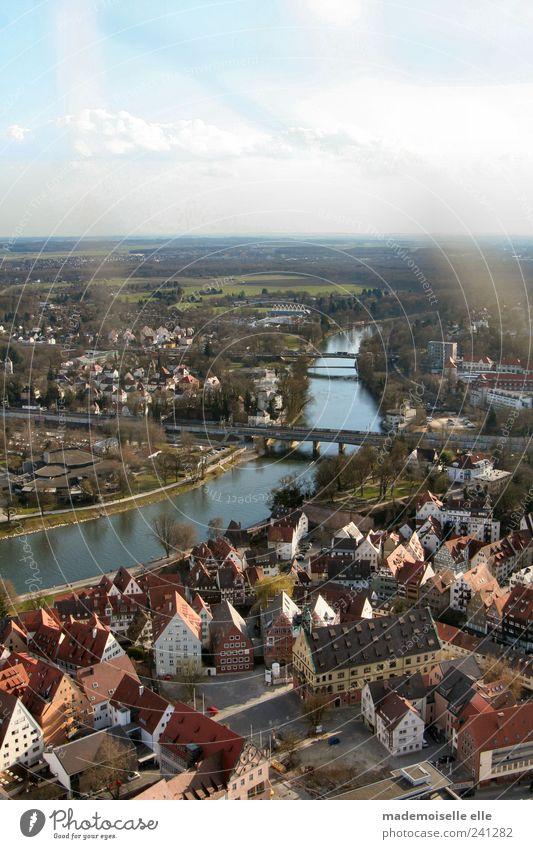 endlos Tourismus Ausflug Ferne Städtereise Natur Landschaft Wasser Himmel Wolken Sommer Schönes Wetter Flussufer Ulm Kleinstadt Stadt Haus Brücke alt