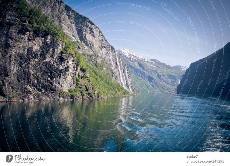 Geirangerfjord blau Ferien & Urlaub & Reisen grün Berge u. Gebirge Küste Wellen Schönes Wetter Wolkenloser Himmel Fjord Wasser Wasserstraße