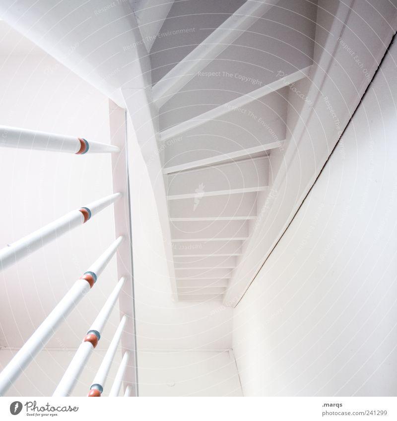 Mind the Step weiß schön Farbe Innenarchitektur hell Treppe hoch Häusliches Leben Perspektive Sauberkeit Treppengeländer Treppenhaus aufsteigen