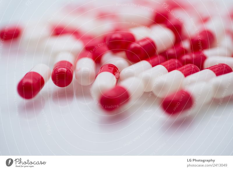 Pillen und Kapseln hautnah erleben Kräuter & Gewürze Flasche Behandlung Krankheit Medikament Wissenschaften Krankenhaus Menschengruppe grün weiß Schmerz Dosis