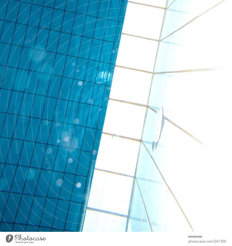 Wasserkacheln Freude Erholung ruhig Schwimmen & Baden tauchen Schwimmbad Luft Linie kalt nass blau Fliesen u. Kacheln Quadrat Rechteck Wasseroberfläche