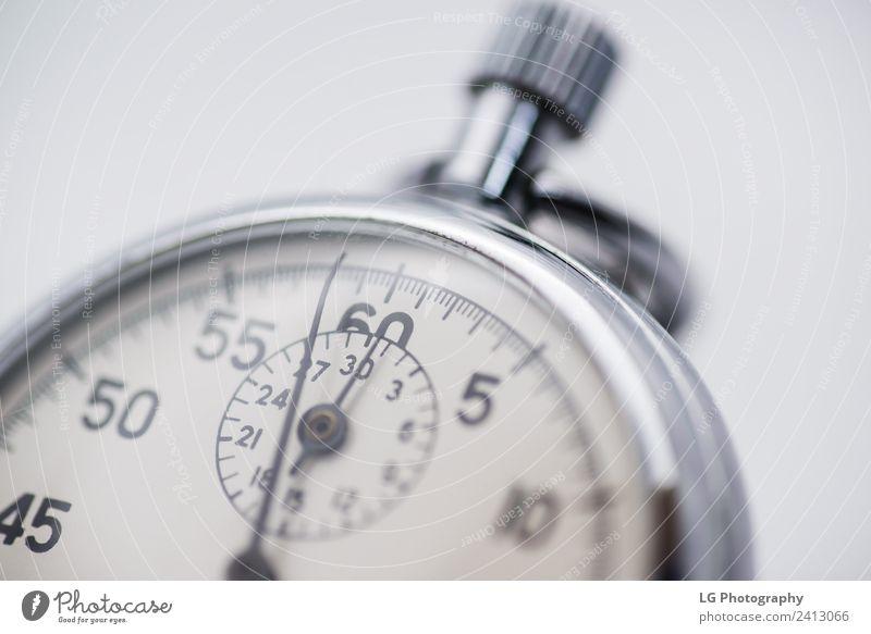 Stoppuhr Nahaufnahme Uhr Sport Business Maschine Zeitmaschine Technik & Technologie Fortschritt Zukunft alt beobachten Geschwindigkeit schwarz weiß Beginn Ende