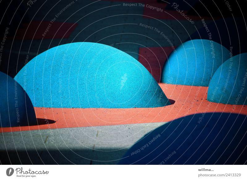 Die Erdoberfläche treibt Blasen! | Falschmeldung blau Kunst außergewöhnlich Stein Design Kreativität rund Bodenbelag Klettern Kunststoff Skulptur skurril