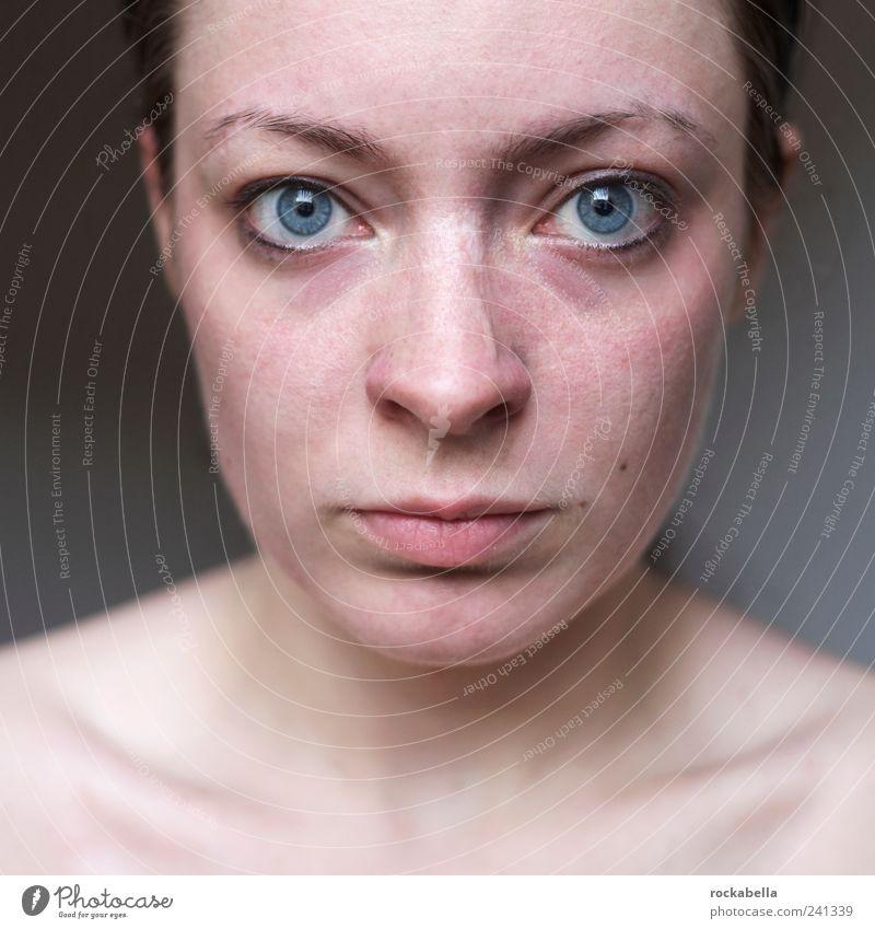 aufrecht. feminin Junge Frau Jugendliche 1 Mensch 18-30 Jahre Erwachsene beobachten Denken authentisch natürlich dünn Wachsamkeit Wahrheit Ehrlichkeit Reinheit