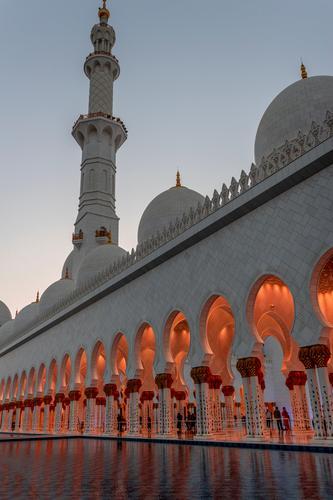 Außenseite Scheich Zayid Moschee Abu Dhabi im Sonnenuntergang Ferien & Urlaub & Reisen Sommer Stadt Wasser weiß Ferne Architektur Religion & Glaube Gebäude