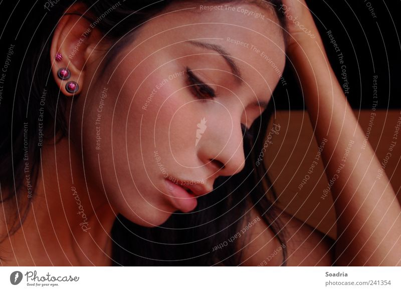 Think of You... feminin Junge Frau Jugendliche Erwachsene Gesicht Lippen 1 Mensch 18-30 Jahre Schmuck Piercing Ohrringe schwarzhaarig Denken träumen Traurigkeit