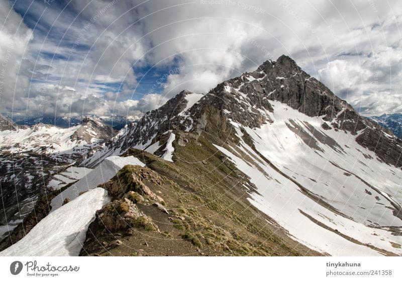 Gratwanderung Ferien & Urlaub & Reisen Ausflug Freiheit Expedition Schnee Berge u. Gebirge Natur Landschaft Wolken Felsen Alpen Lechtal Schneebedeckte Gipfel
