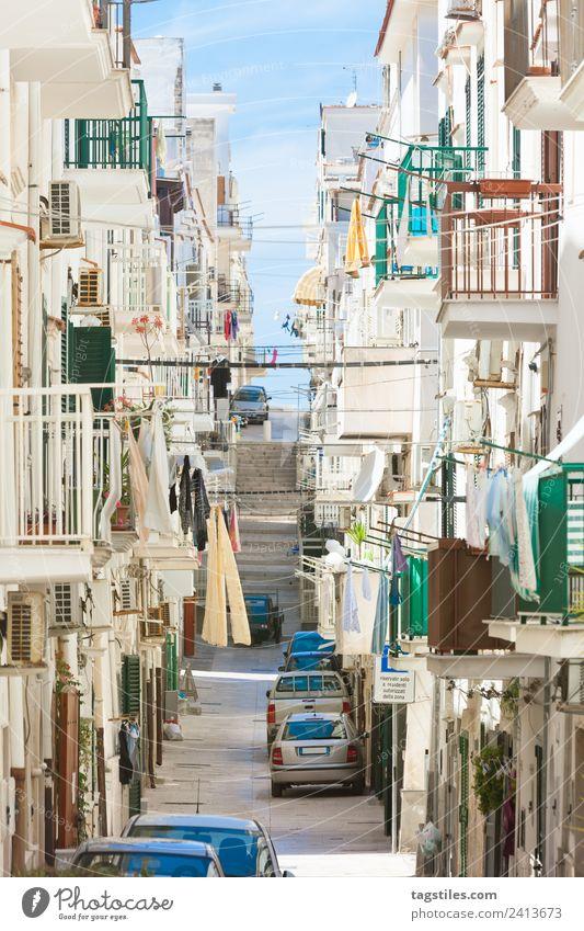 Vieste, Apulien - In den Straßen der historischen Innenstadt Gasse Architektur Balkon Gebäude ruhig Windstille Großstadt Fassade Fischerdorf Altstadt