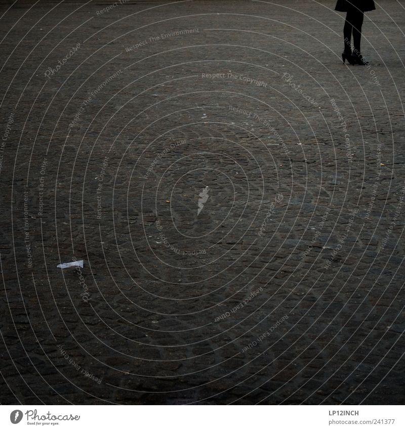 Liberian Girl Mensch Einsamkeit dunkel feminin grau Stein Beine träumen warten elegant ästhetisch stehen Bodenbelag Neugier dünn Rock