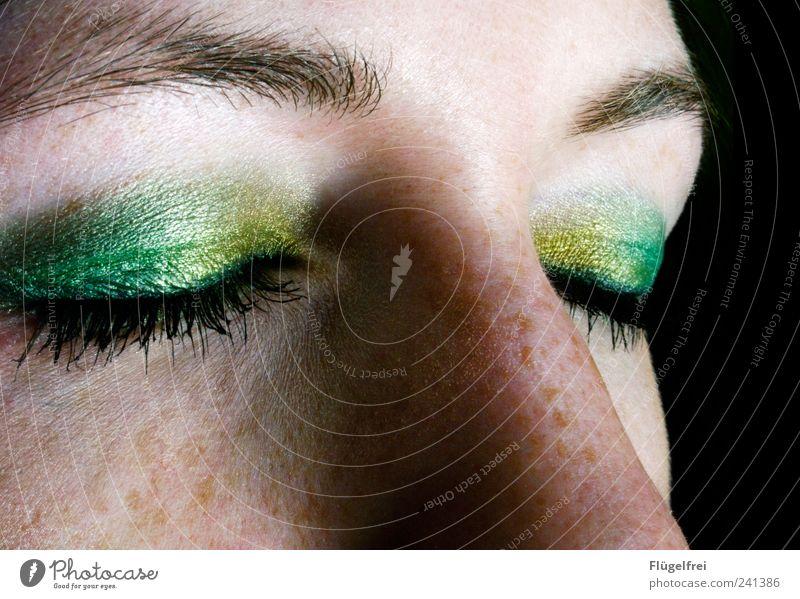 Papageye Mensch Frau Jugendliche grün Gesicht Erwachsene Auge gelb feminin Nase 18-30 Jahre Beautyfotografie Kosmetik Schminke exotisch Wimpern